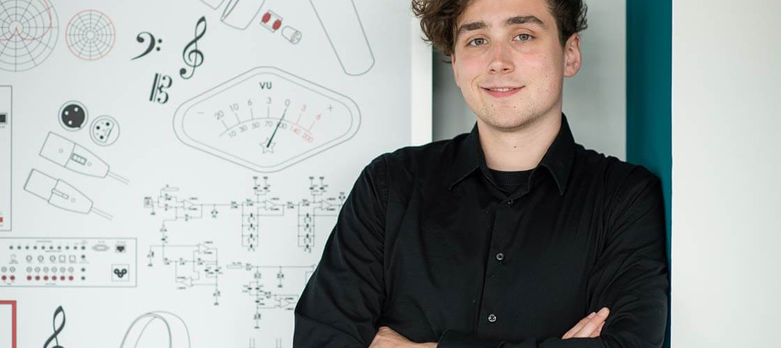 Wie lange dauert ein duales Studium? Kieran Geiß hat ein duales Studium an der Hochschule RheinMain absolviert ©Hochschule RheinMain
